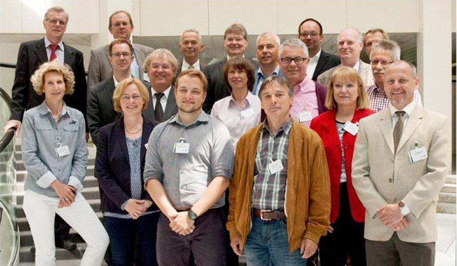 Bernhard Schmitz (2. von links, hintere Reihe) wurde vom Bundesinstitut für Berufsbildung (BIBB) in den Beirat des Projektes zur Prüfung der Modernisierung der IT-Berufe berufen.