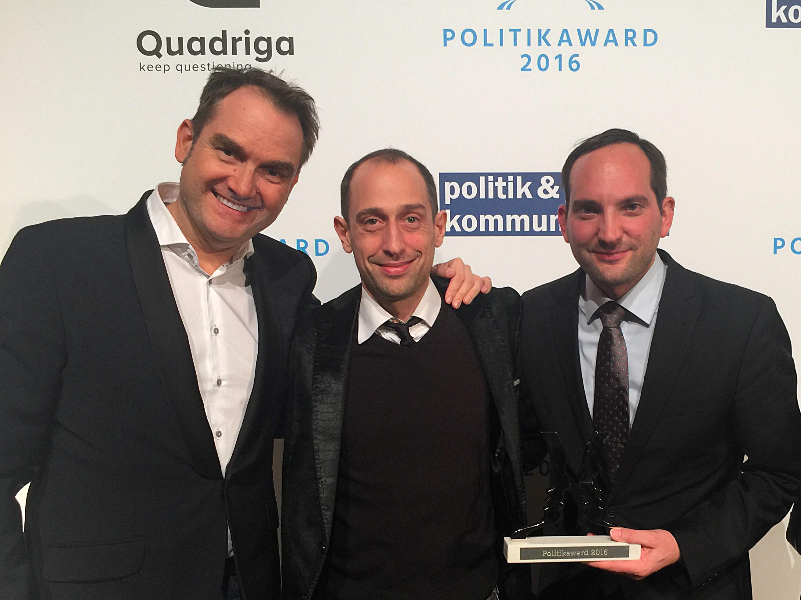 Freuen sich über den Gewinn des Politikawards 2016: v.l.n.r. Dr. Oliver Grün, Vorstand und CEO der GRÜN Software AG, Patrick Heinker, Creative Director bei giftGRÜN und Markus Klügel von der dbb Jugend NRW