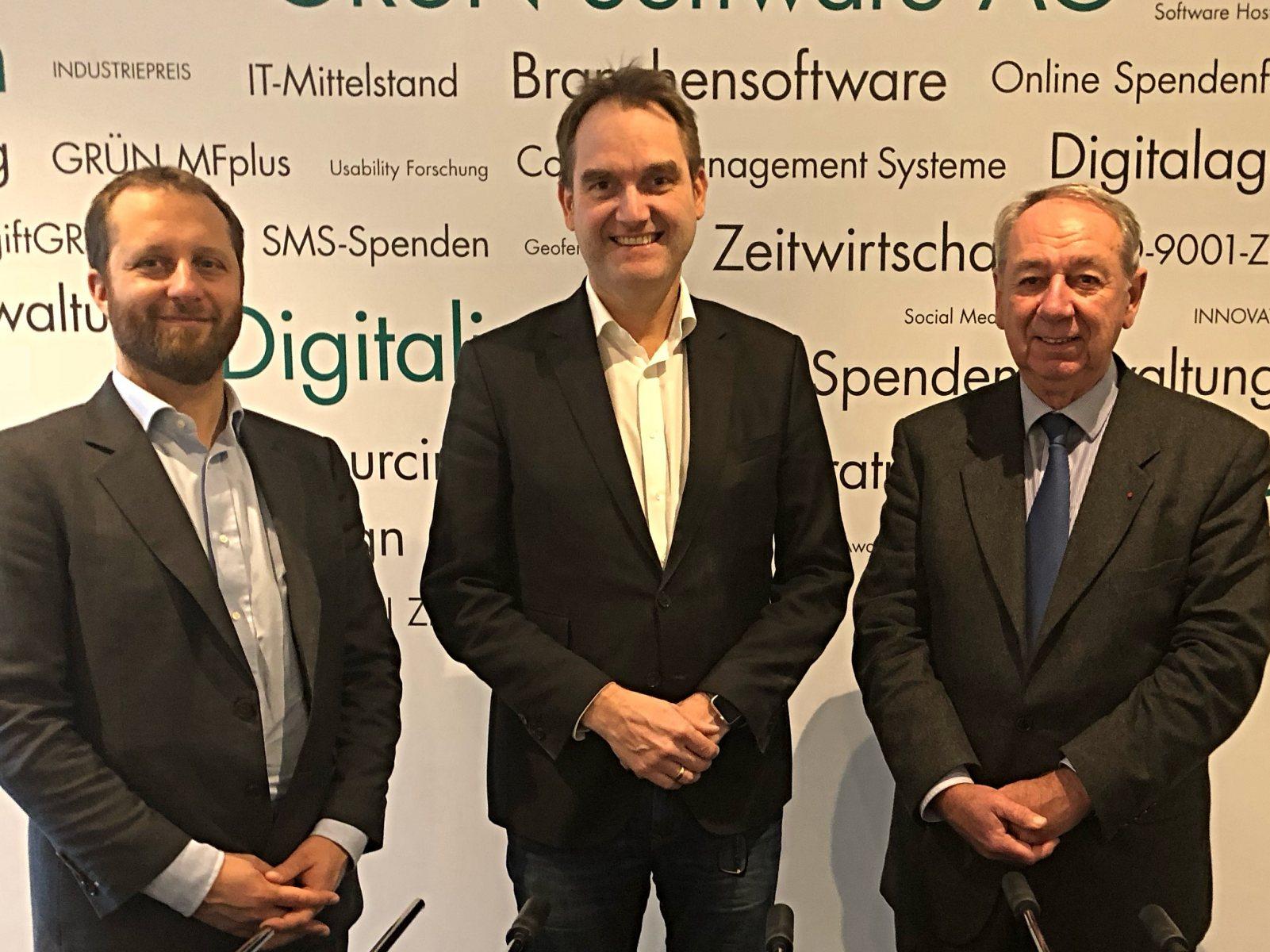 Der Vorstand der DIGITAL SME Alliance: Oliver Grün (Mitte), Vizepräsident Bruno Robine (rechts) und Generalsekretär Sebastiano Toffaletti (links).