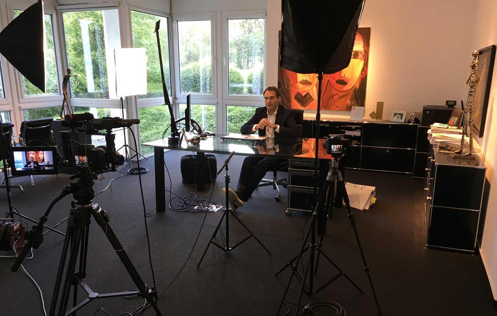Dr. Oliver Grün bei den Aufnahmen seines Interviews.